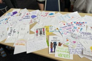 Wydown Middle School students share notes of thanks with health care workers